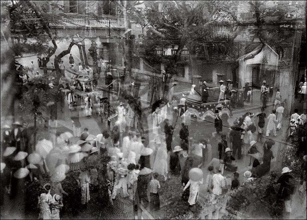 Hà Nội những năm thập niên 30. Ảnh chụp dùng kỹ thuật phơi sáng kép (double exposure) của một nhiếp ảnh gia vô danh.
