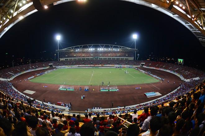 Nằm tại phường Mỹ Đình 1 (quận Nam Từ Liêm), cách trung tâm Hà Nội 10 km về phía tây nam, sân vận động Mỹ Đình có sức chứa lớn thứ nhì Việt Nam, hơn 40.000 chỗ ngồi (chỉ sau sân vận động Cần Thơ với sức chứa 50.000 người). Đây cũng là tổ hợp sân vận động hiện đại nhất Việt Nam, chi phí xây dựng sân gần 53 triệu USD. Sân vận động chính thức hoạt động ngày 2/9/2003 với trận đấu đầu tiên giữa đội U23 Việt Nam và câu lạc bộ Thân Hoa Thượng Hải (Trung Quốc). Nơi đây từng tổ chức Đại hội Thể thao Đông Nam Á - SEA Games 22 năm 2003 và nhiều sự kiện thể thao, văn hóa lớn của đất nước.