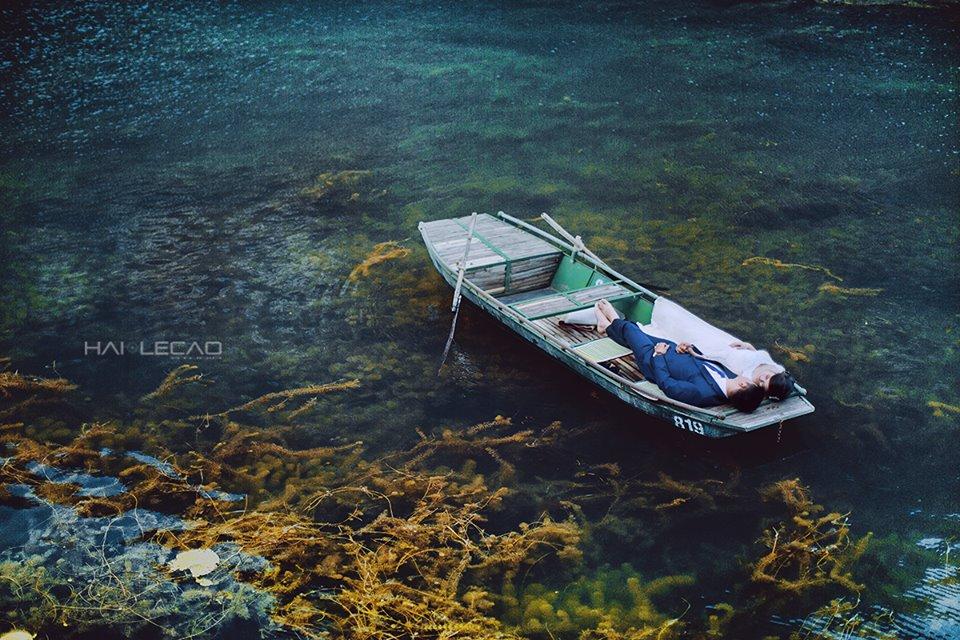 Nằm cách Hà Nội gần 100km, quần thể Tràng An – Tam Cốc – Bích Động là điểm đến hấp dẫn nhất Ninh Bình. Được bao quanh bởi những dãy núi đá vôi, hàng trăm hang động kỳ ảo, hồ, đầm. Ảnh: lehaicao