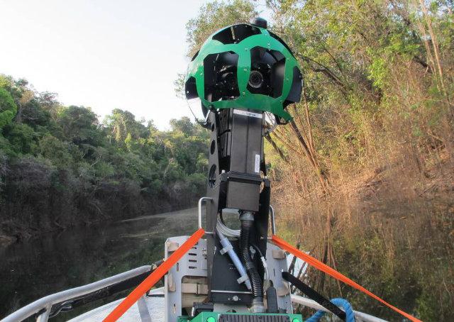 Những chiếc máy quay được đặt cả ở trên ca-nô đi quanh rừng Amazon!