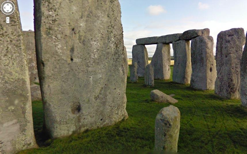 Stonehenge, công trình tượng đài cự thạch thời kỳ đồ đá mới và thời kỳ đồ đồng gần Amesbury ở Anh, thuộc hạt Wiltshire, 13 km về phía bắc Salisbury.