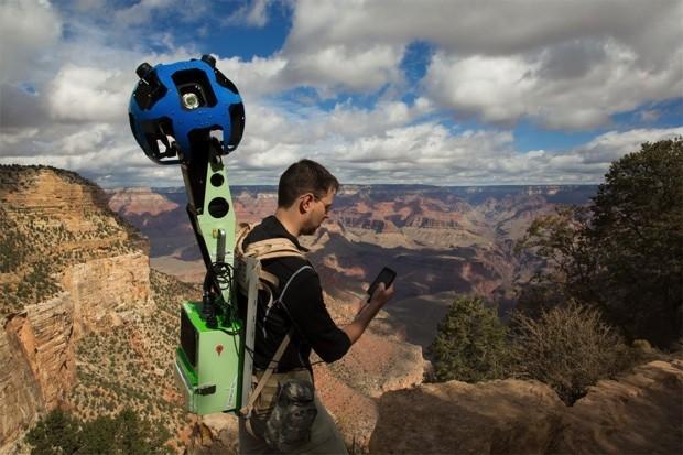 Với những nơi mà tất cả các phương tiện bên trên không thể áp dụng được khó khăn trong việc đi lại , một thiết bị khác có tên là Trekker sẽ được các nhân viên Google sử dụng.
