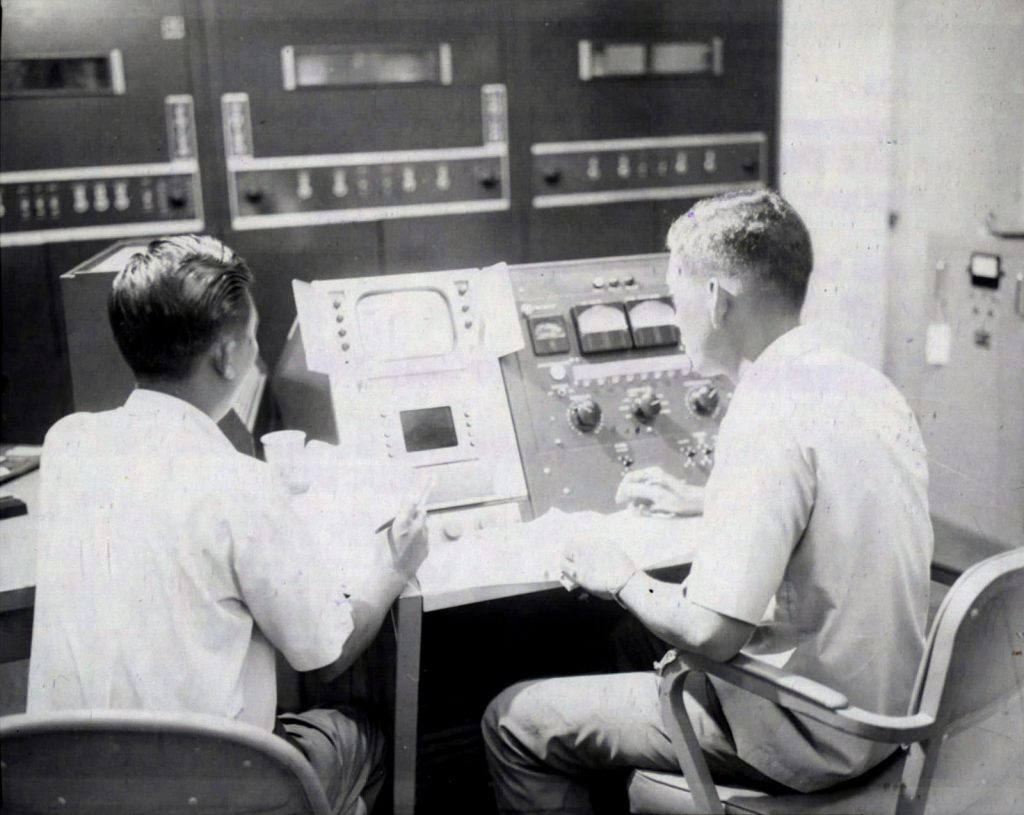 Saigon 1967 - Đài truyền hình VNCH Vietnamese Audio-Video engineers, supervised by an Air Force technician, monitor the nightly telecast from the transmitter building in Saigon. 23 Jan 1967