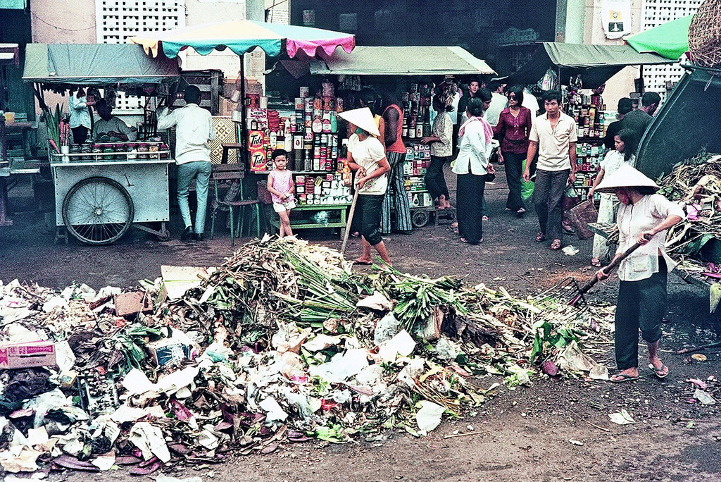 Vung Tau Market 1971 - Photo by Mike Vogt