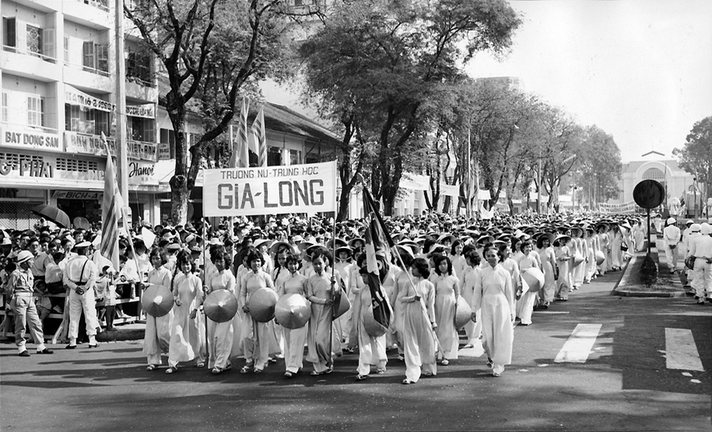 Saigon 1960 - Women Marching in the Women's Day Parade. Nữ sinh Gia Long March 3, 1960