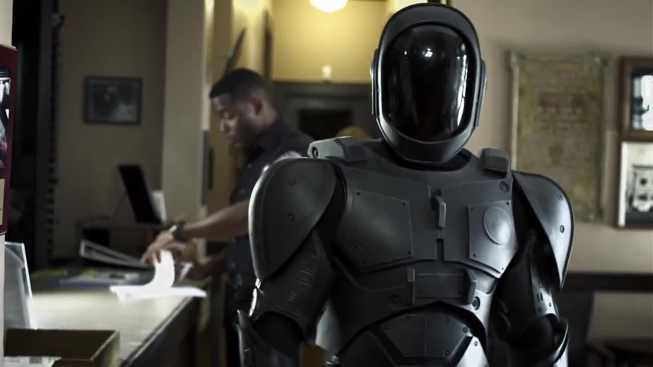 2084. Người máy được sử dụng rộng rãi trong lực lượng hành pháp và cảnh sát.
