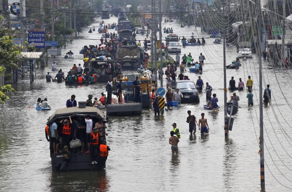 2031. Trong nhiều thập kỷ tới, Bangkok sẽ tiếp tục chìm xuống dưới mực nước biển khiến các trận lụt sẽ càng trở nên nghiêm trọng và đến năm 2031, phần lớn thành phố sẽ bị bỏ hoang. Nguyên nhân là từ khi Bangkok ra đời tới nay, nước dành cho sinh hoạt và sản xuất chủ yếu được lấy từ các giếng trong thành phố. Do lượng nước ngầm giảm dần, cộng thêm việc ngày xưa Bangkok được xây trên nền đất mềm, công cuộc đô thị hóa khiến cho đất phía trên lún xuống khiến độ cao của Bangkok giảm dần theo thời gian.