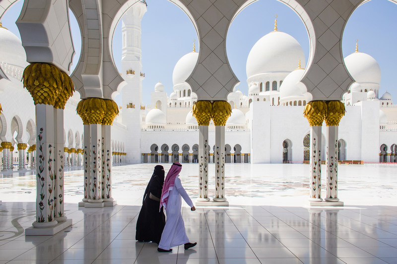 2070. Hồi giáo vượt Thiên chúa giáo trở thành tôn giáo đông dân nhất thế giới. Dự tính đến năm 2100 sẽ có 34.9% dân số thế giới là Hồi giáo và 33.8% dân số theo Thiên chúa giáo.