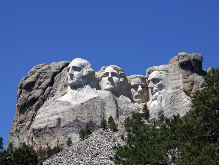 7,2 triệu năm sau công nguyên. Núi Rushmore đã bị ăn mòn hoàn toàn. Đá Granit có tốc độ ăn mòn vào khoảng 2.5cm trong 10,000 năm.