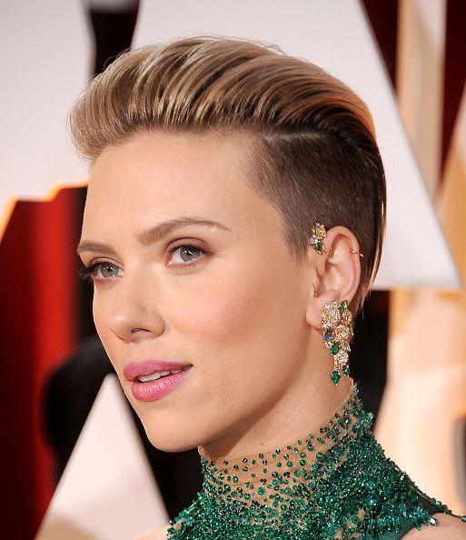 Ngay cả những người đẹp như Scarlett Johanson cũng từng để slick back undercut bởi kiểu tóc này quá hấp dẫn.