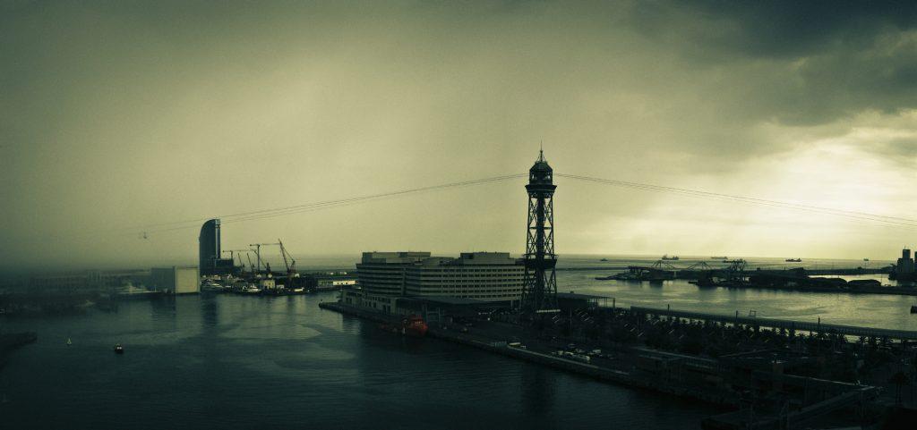 Cảng vào một ngày mưa bão, Barcelona, Tây Ban Nha. Ảnh: Anh Tú Nguyễn.