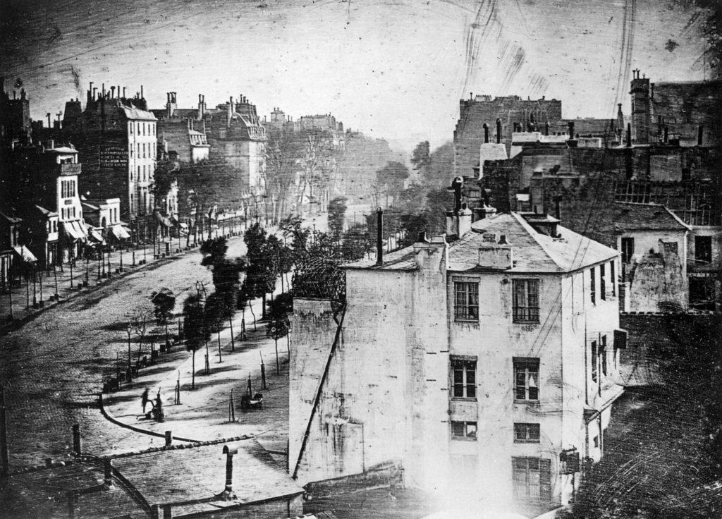 Một trong những bức  Daguerreotype đầu tiên có con người ở trong ảnh.