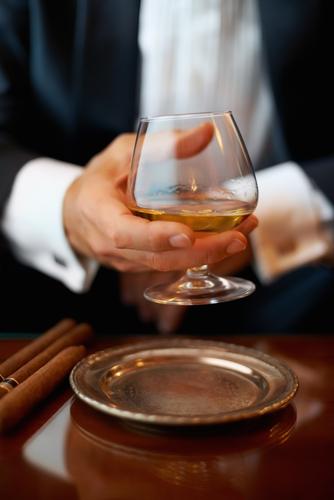 Một ly Cognac, một chút khói Cigar... không còn gì tuyệt vời hơn