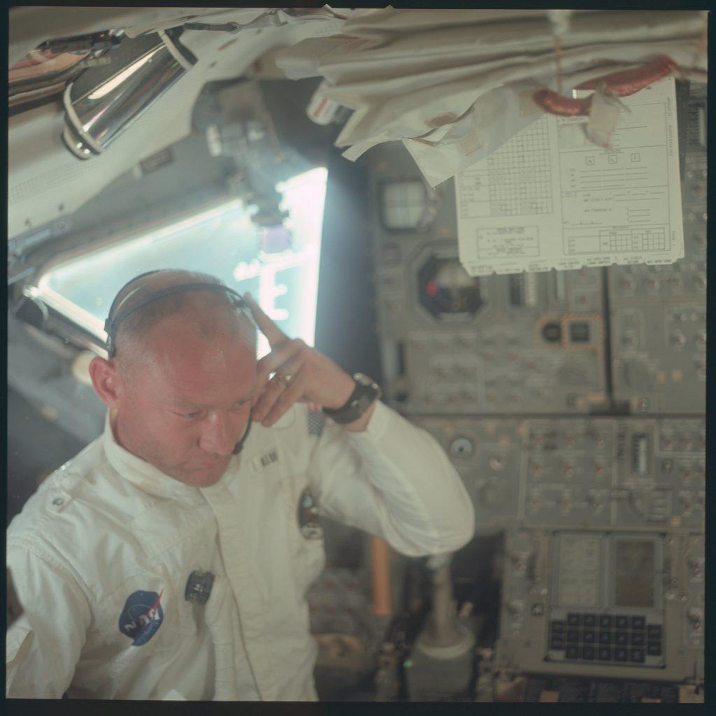 Buzz Aldrin trên Apollo 11.